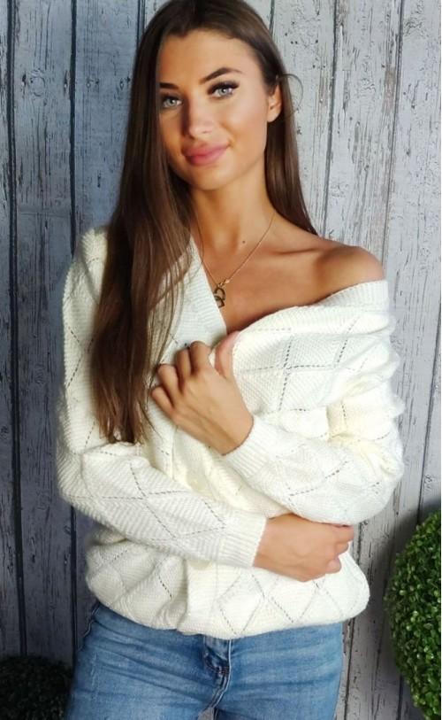 Sweter na guziki ecru  895