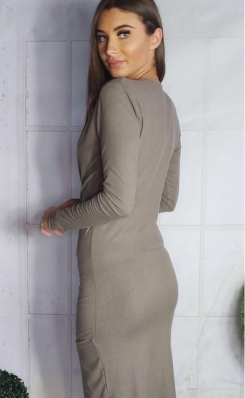 Dopasowana sukienka z kopertowym dekoltem beżowa FG 546