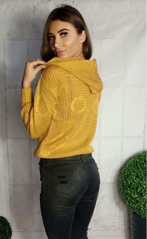 Ażurowy sweterek w koła musztardowy 885